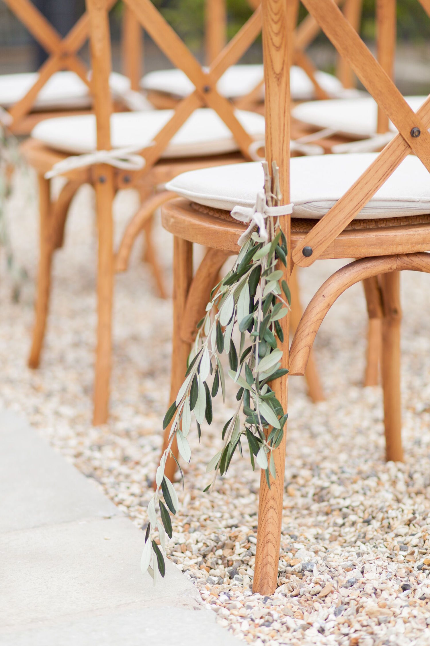olive-chair-decoration