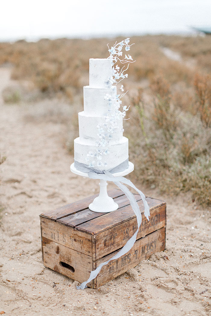 beach-wedding-cake